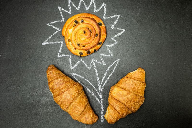 新鲜面包摆成向日葵的造型