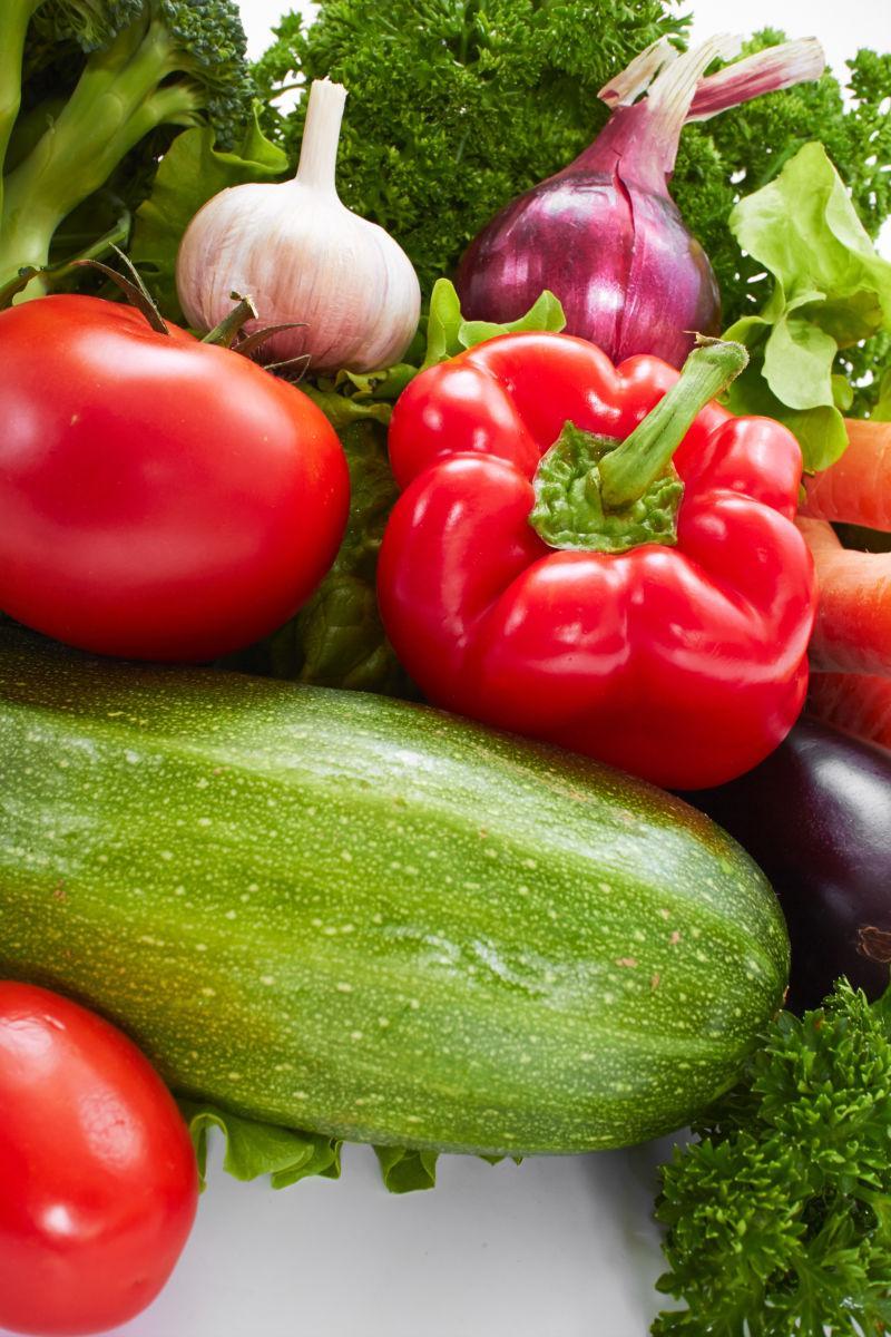 很多的新鲜蔬菜