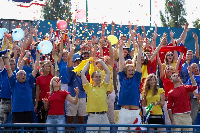 看台上欢呼的球迷