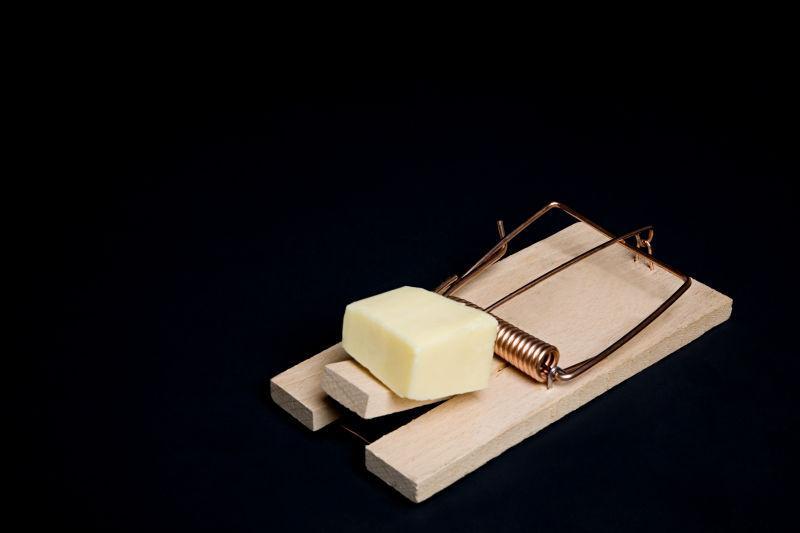 老鼠夹上的奶酪