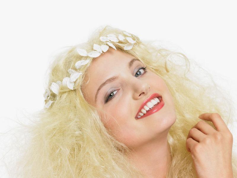 带着白色头饰的美女