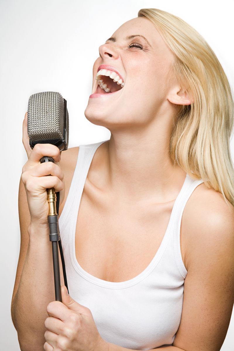 喜欢唱歌的女孩