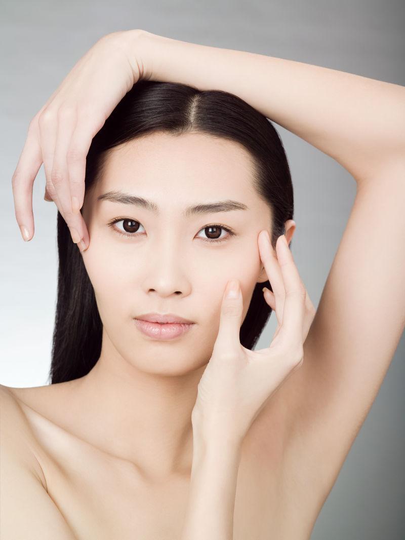 中国白肤色的美女
