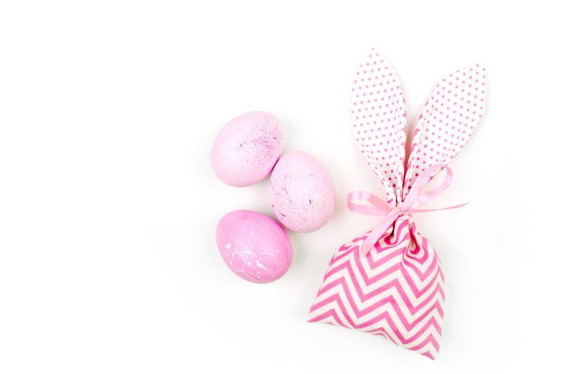袋子和粉红色的鸡蛋