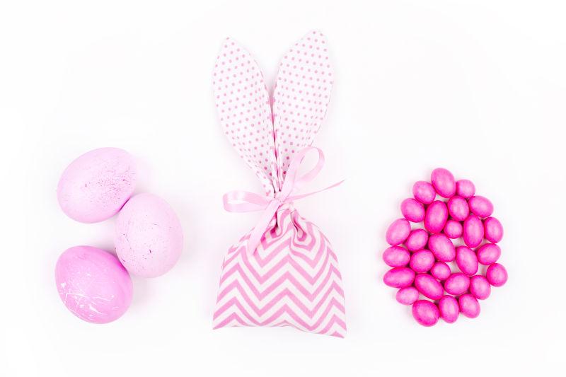 糖果和粉红色的鸡蛋