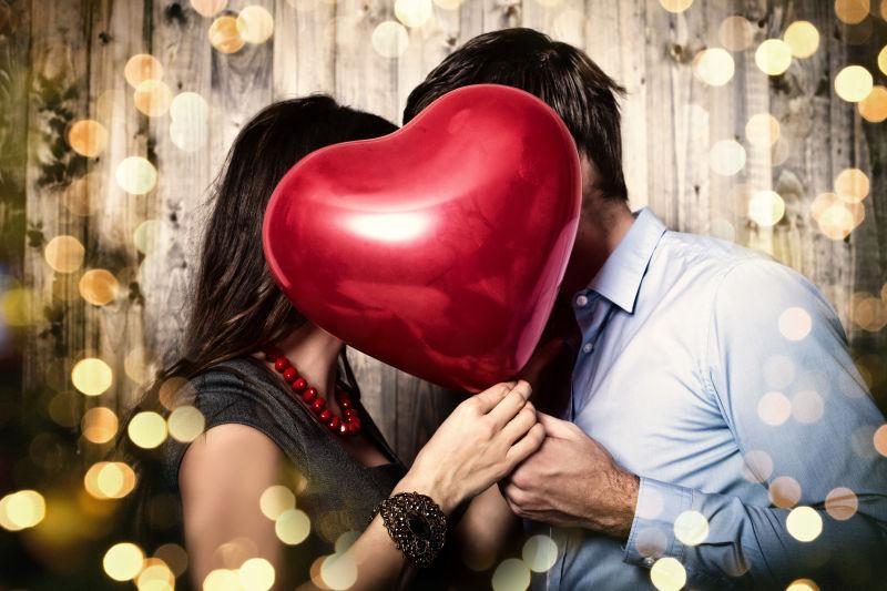 浪漫背景中约会的情侣