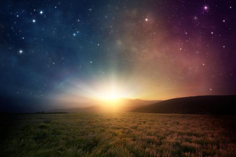 日出时天空美丽的银河