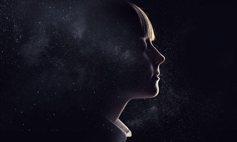 小女孩的星辰梦境概念