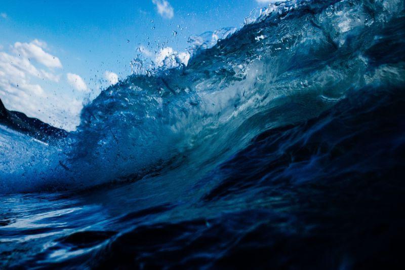 蓝色的巨大海浪