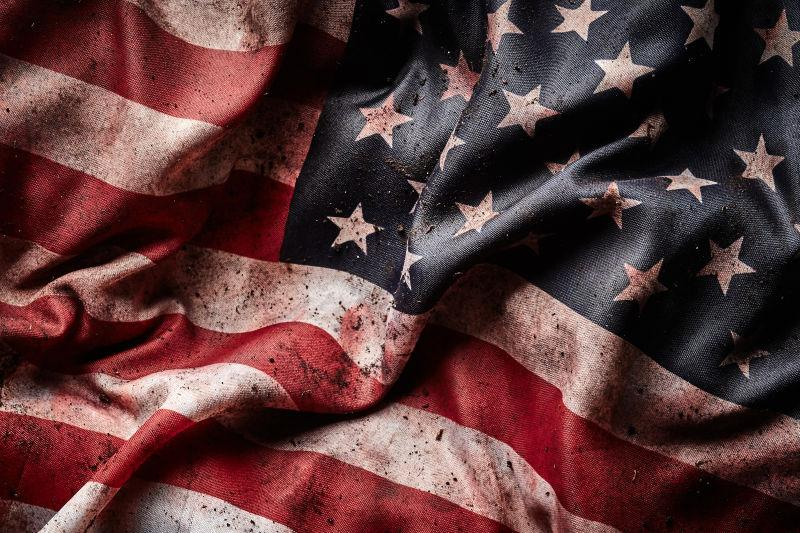 美国国旗上有血迹上