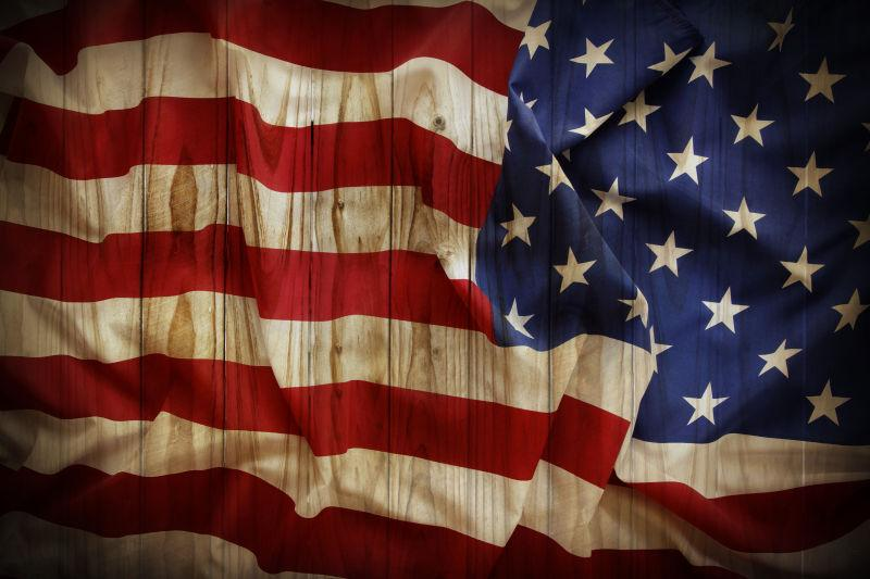 皱巴巴的美国国旗背景