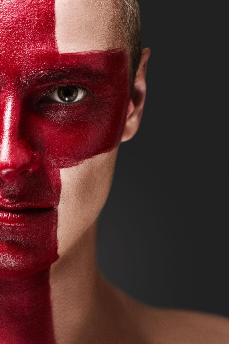 红脸英语旗帜彩绘足球迷