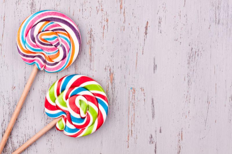 美味的彩色棒棒糖