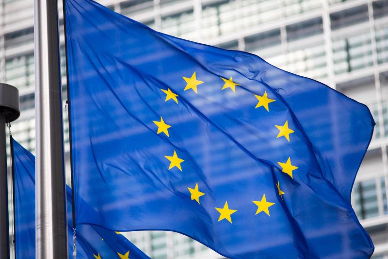 贝拉蒙特建筑立面前的欧盟旗帜