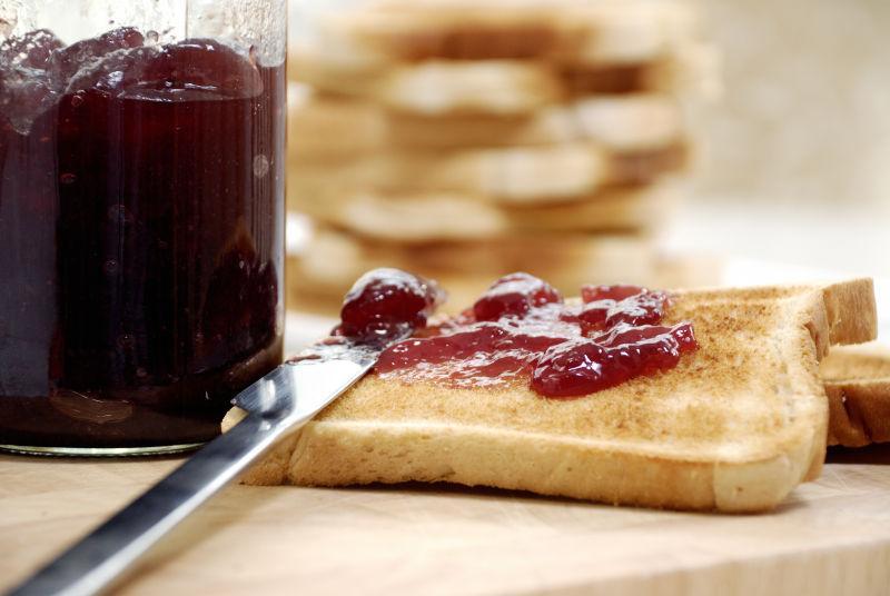 果酱烤面包