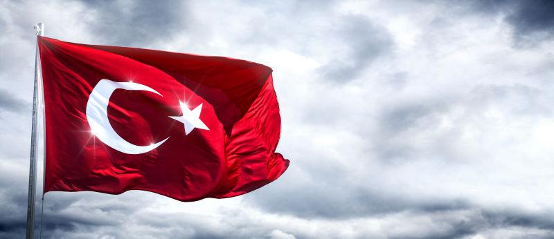 土耳其国旗在空中飘扬