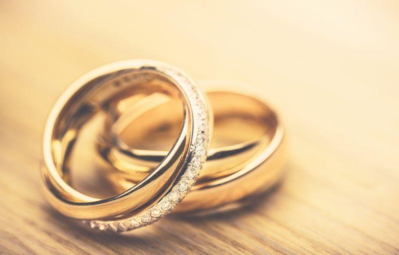 一对黄金钻石戒指