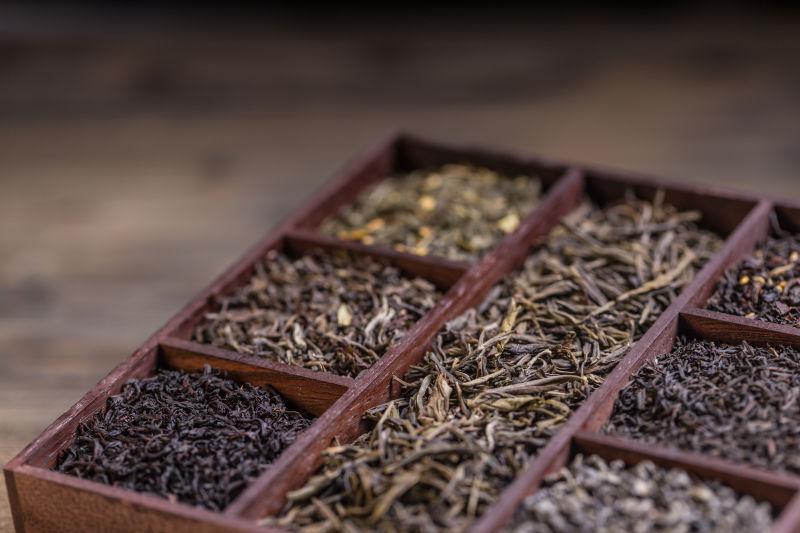 木箱里的干茶品种