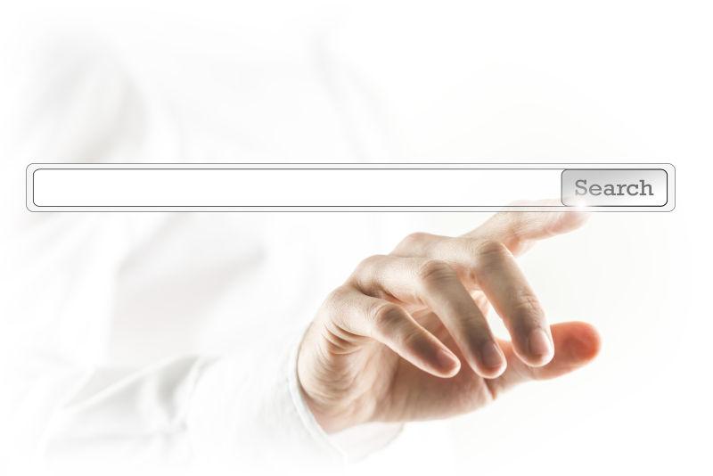用手指触摸虚拟屏幕上网址搜索栏