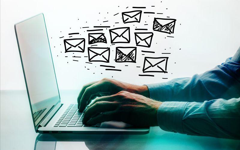 电脑里飞出的电子邮件