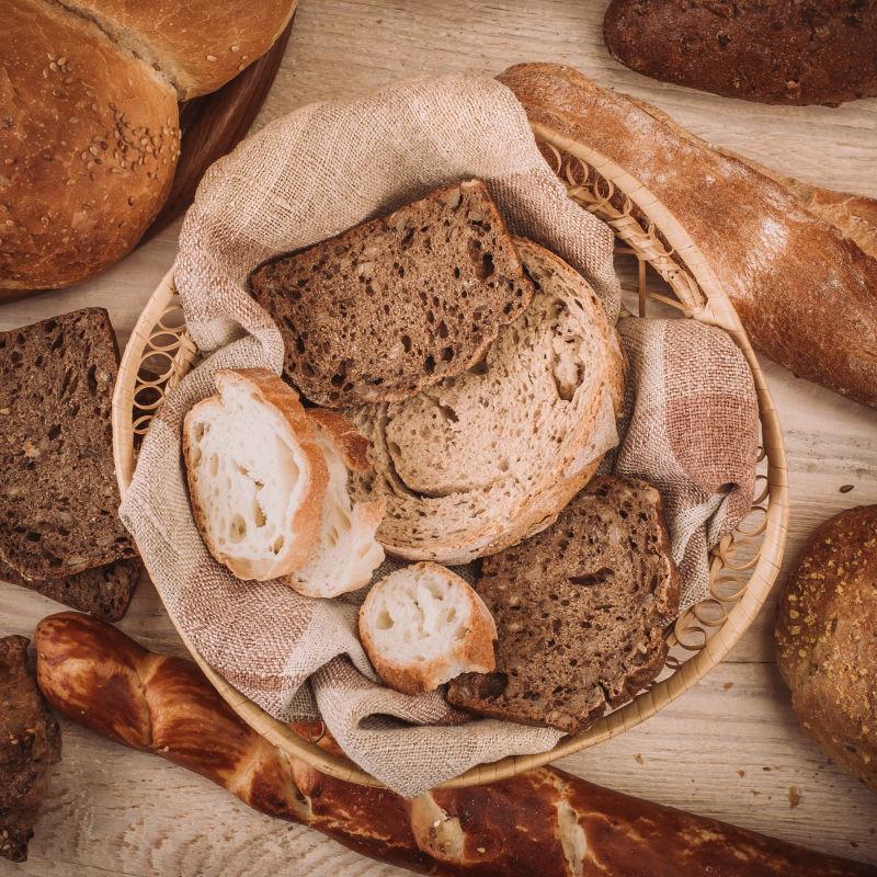 各种切片的烘焙面包
