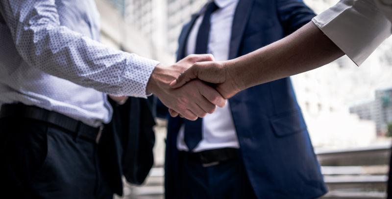 商务伙伴之间的握手礼仪