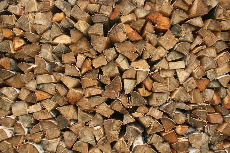 一堆桦木柴