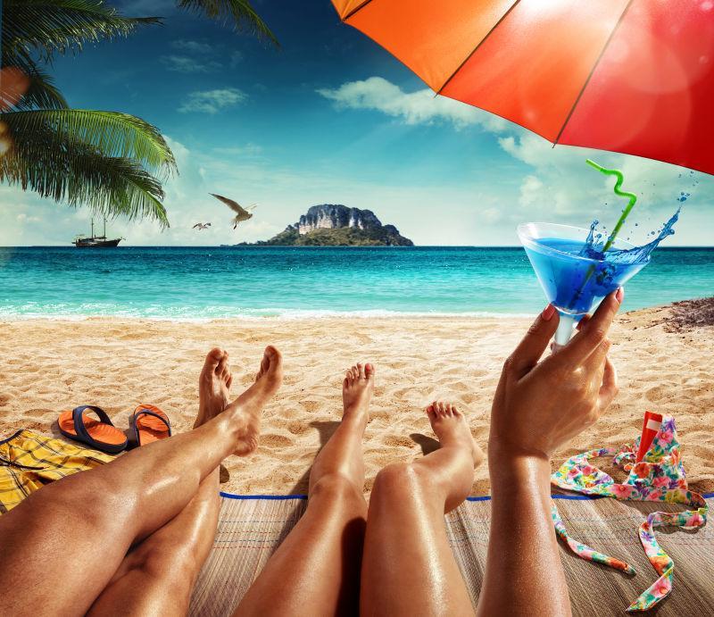 热带海滩上的情侣
