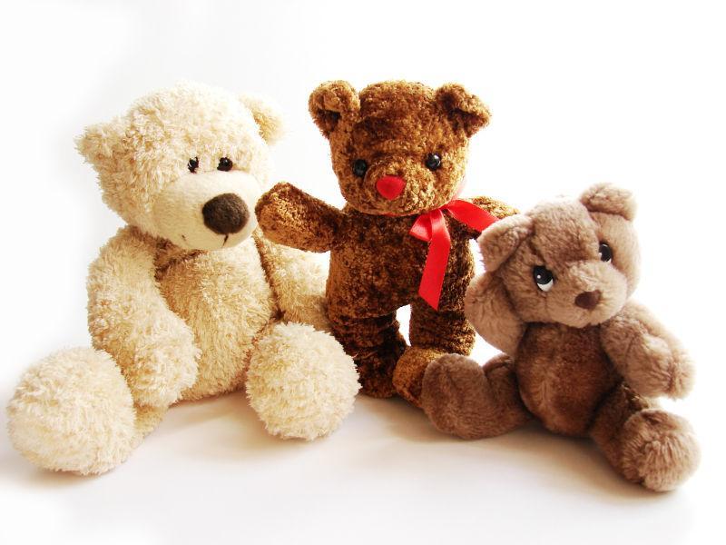 三只泰迪熊毛绒玩具
