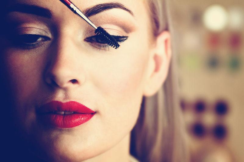 美女化妆睫毛