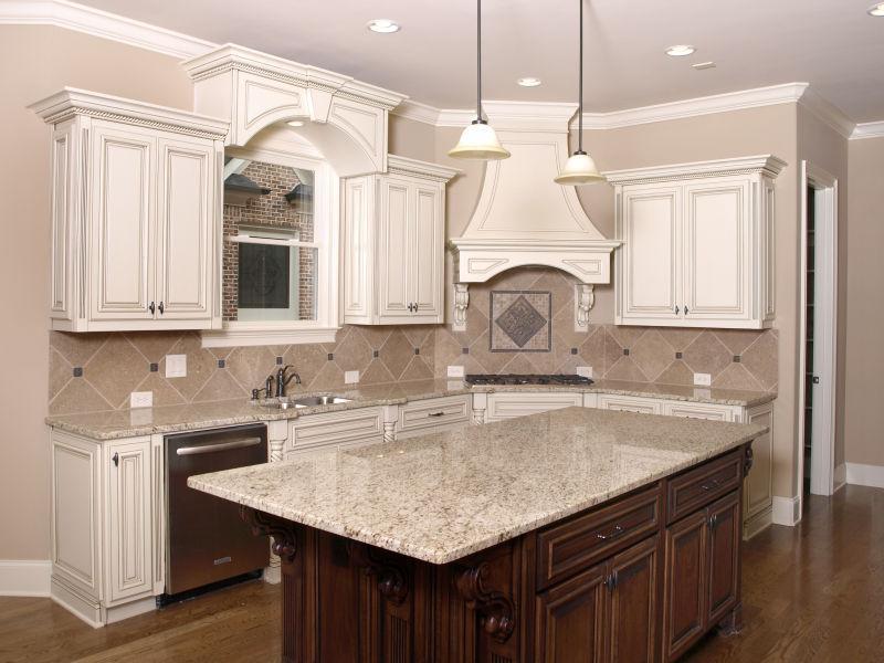 豪华厨房配花岗岩顶岛