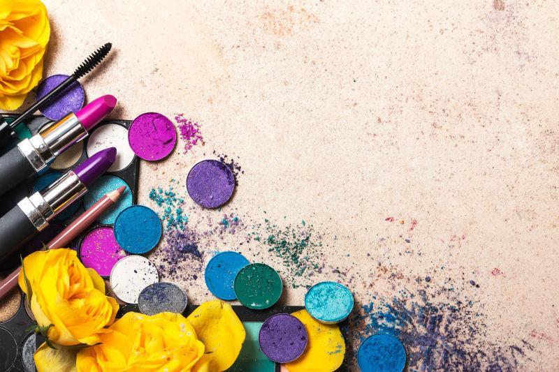 不同色彩的女性化妆品