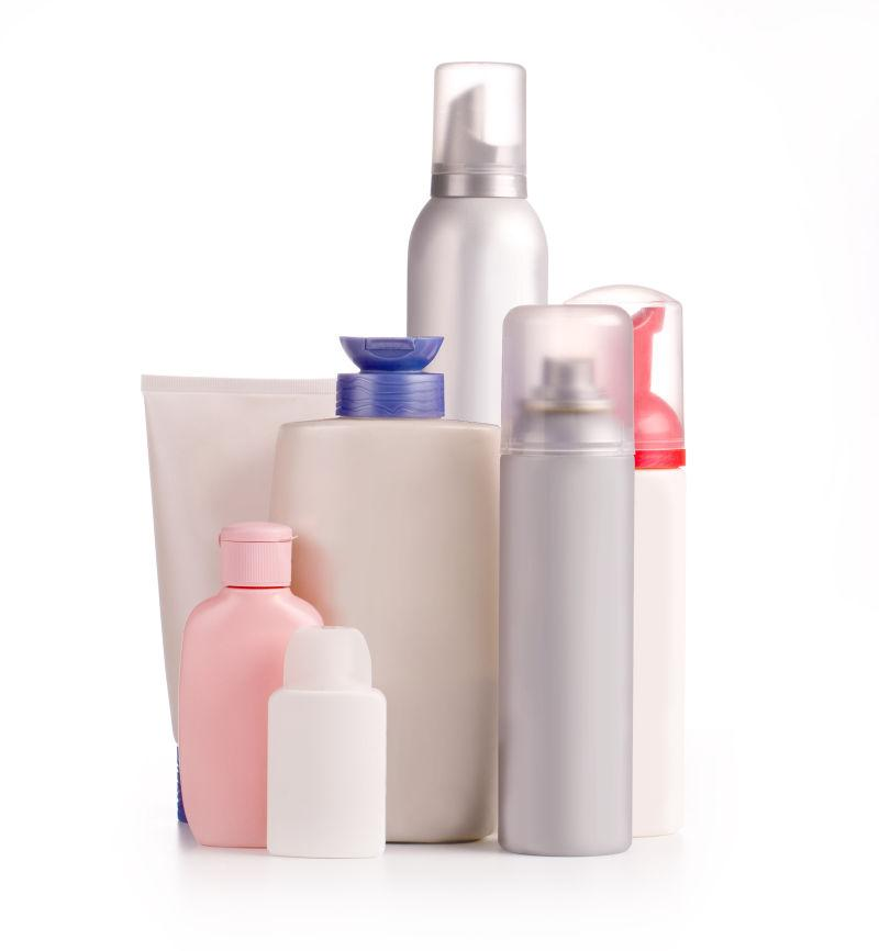 白色背景上的各种化妆瓶
