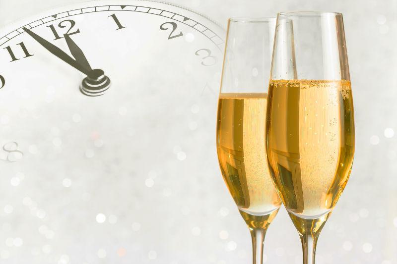 节日庆祝的两杯香槟