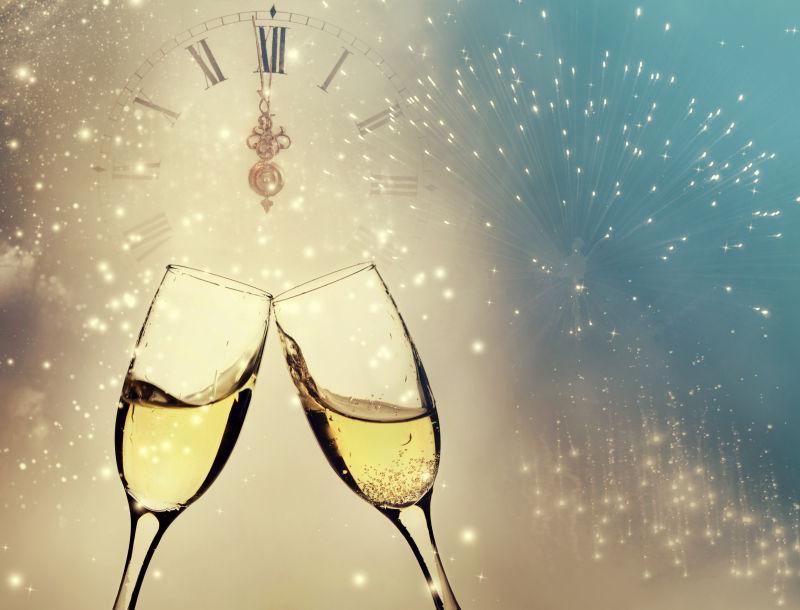 节日庆祝的两杯香槟酒