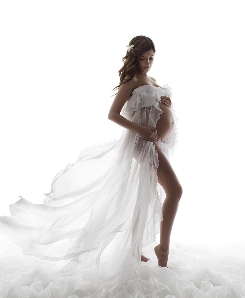 穿着婚纱的性感孕妇