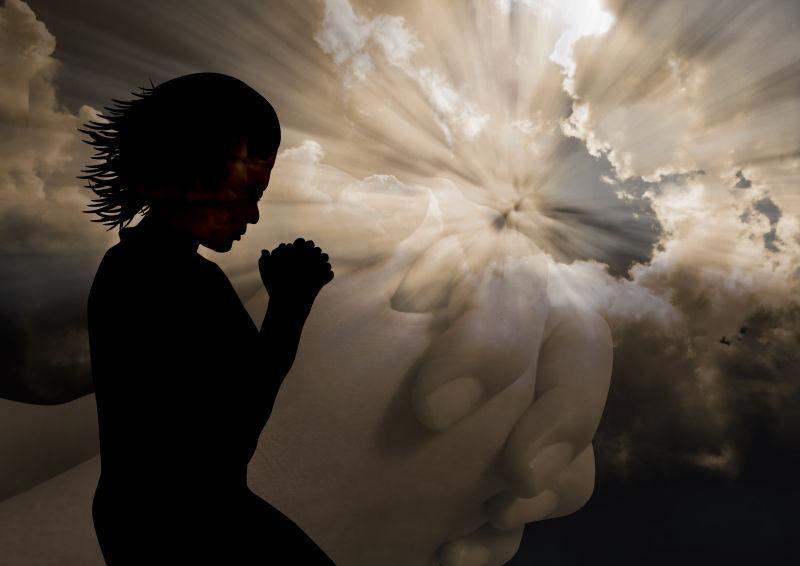 一个女人对上帝的剪影