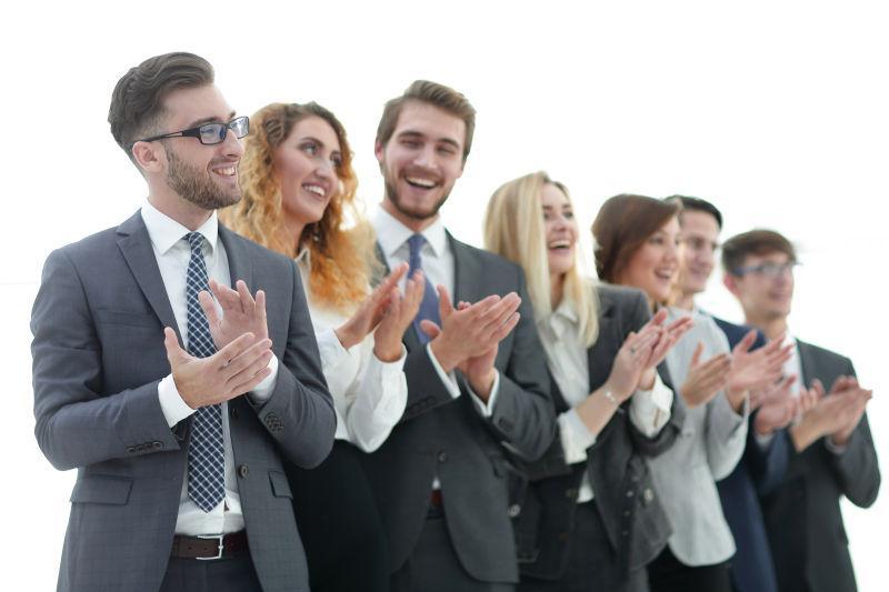 鼓掌祝贺的商务团队