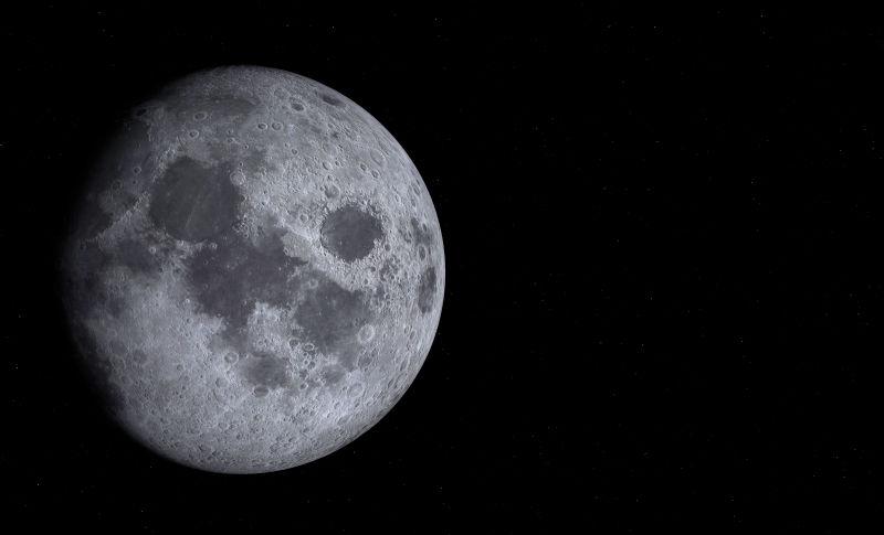 黑色背景上的太空中的月亮