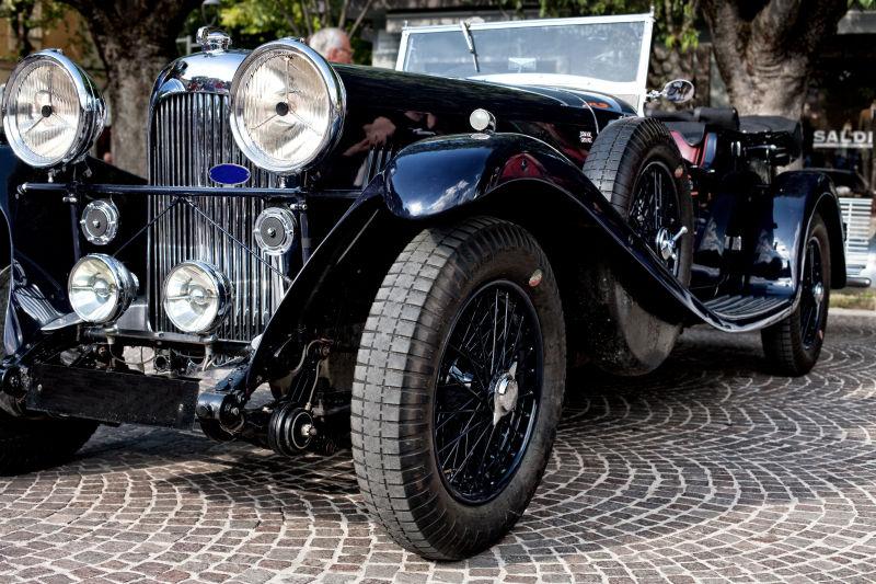 黑色老式复古汽车