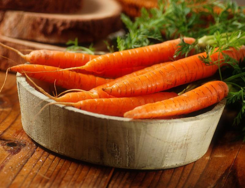 木盆里的胡萝卜