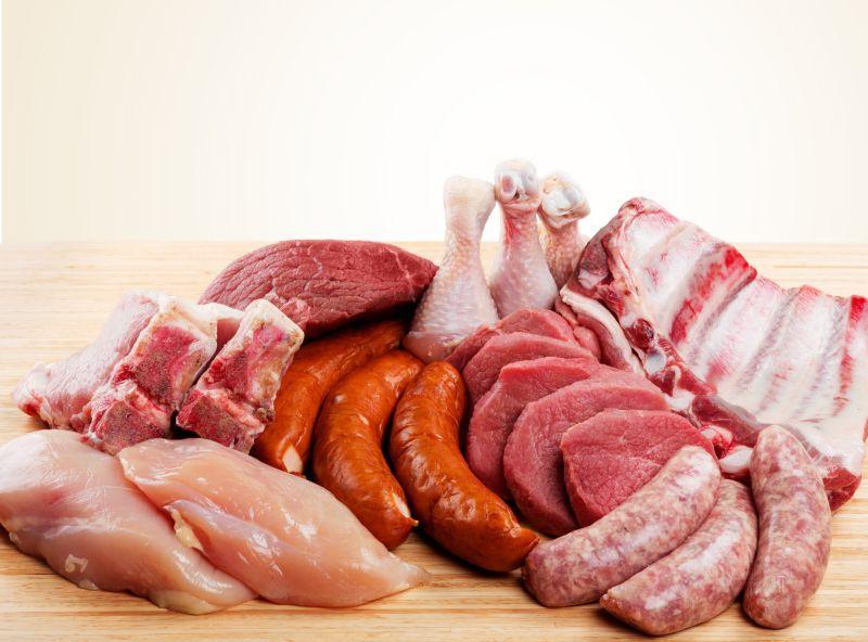 木桌上的肉食大集合