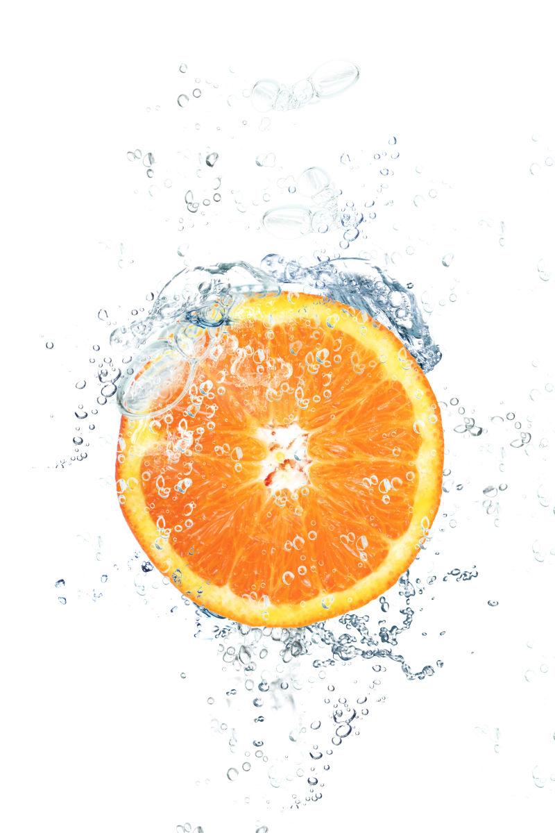 橙子和飞溅的水