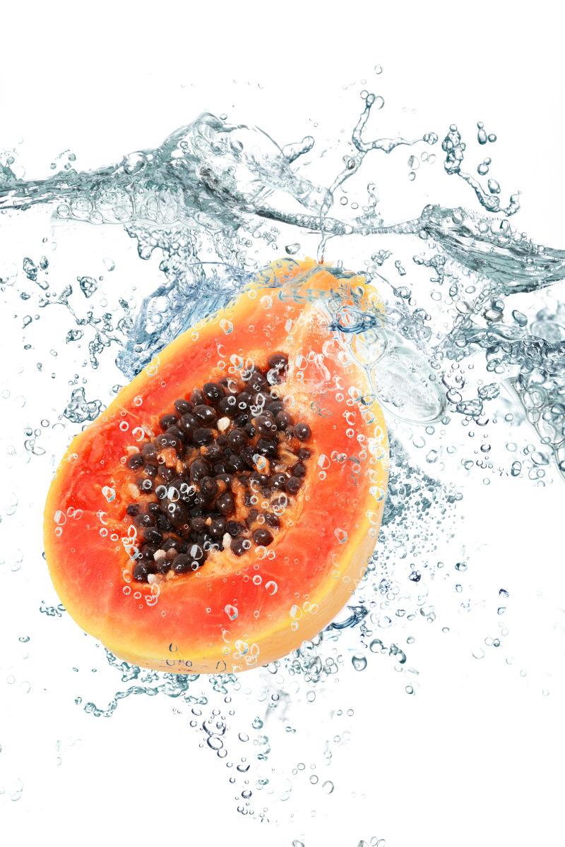 木瓜和飞溅的水