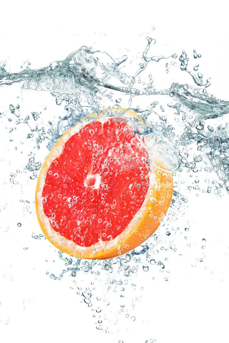 血橙和飞溅的水