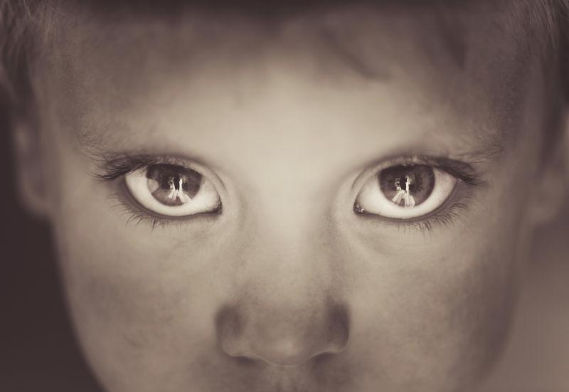 双眼清澈的孩子