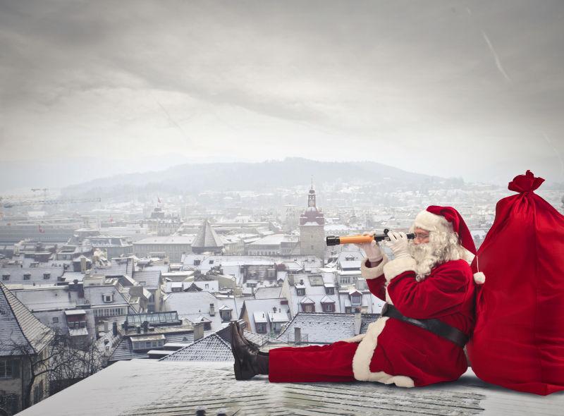 圣诞老人在楼顶眺望