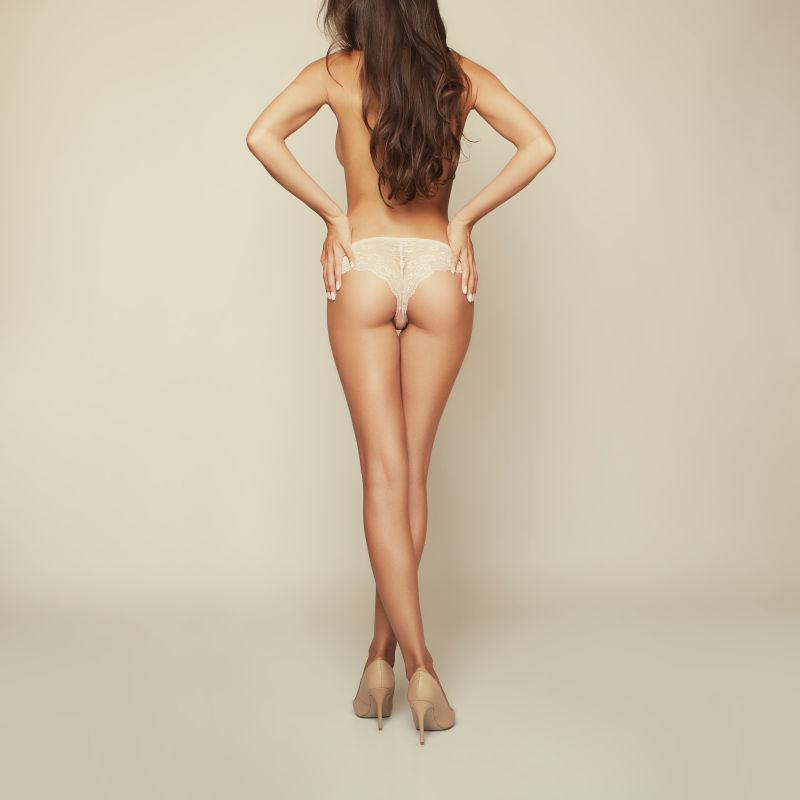 性感美女穿着内裤背部