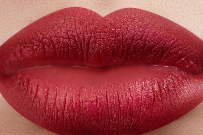 美女的性感红唇
