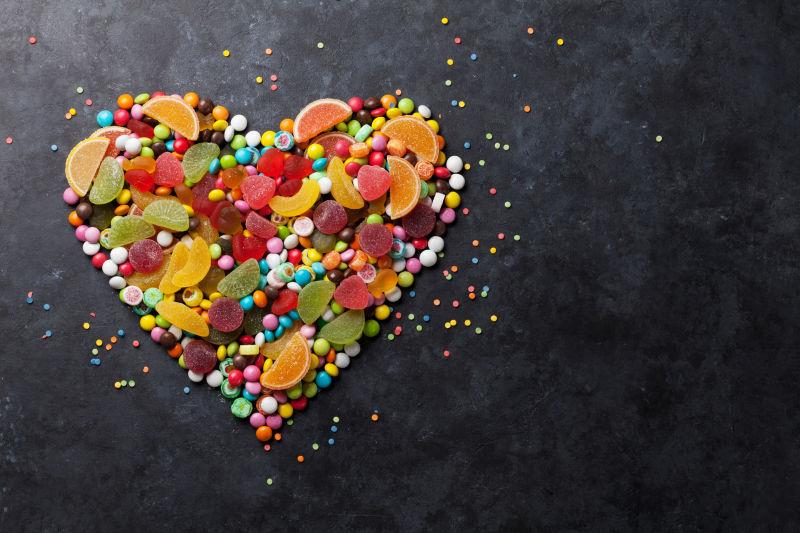 组成爱心的糖果